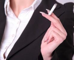 タバコにも含まれているアセトアルデヒド。二日酔いと相性最悪です。